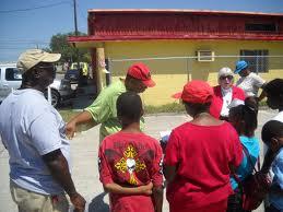 Judy Lee con los jovenes de la Comunidad del Buen Pastor.