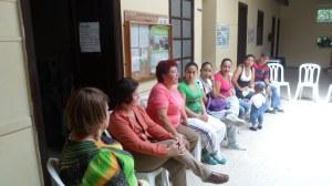 Cruz Elena dándonos informes de las compañeras y sobre la Fundación.