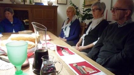 En la motivación disponiéndonos a la celebración Eucaristica, con los hermanos, familiares y amigos de Alemania.