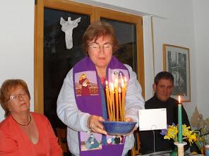 Joe Cada UNO de los Participantes despues de la Motivación de han Encendido Una Luz En recuerdo de do Bautismo.