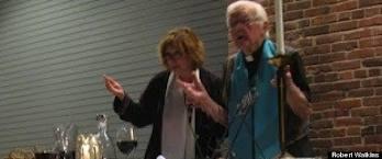 P. Bill Brennan concelebrando con la Rv Janice S. ARCWP