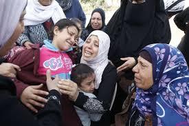 Mujeres y niños con el dolor de la guerra.