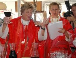 Las obispas Patricia y Christine  celebrando la Eucaristia