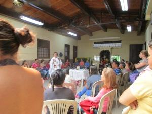Invitando a los/as presentes a la Consagración comunitaria