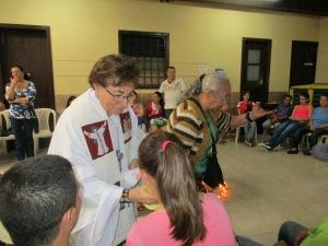 Con la abuela Maria Elena dando la Comunión