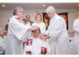 Imposición de manos de las presbiteras y la Comunidad