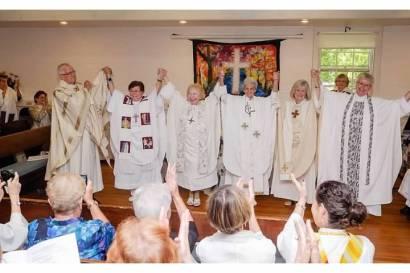 Celebrando con la Iglesia Pueblo de Dios la reafirmación en nuestro ministerio de servicio.