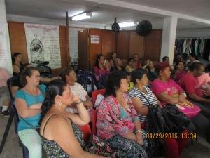 La comunidad de la ´ps-penadas escuchando el texto de Juan 17:20-46