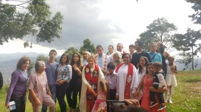 Algunos de los asistente a la Ordenación de Lucero Arias Manco