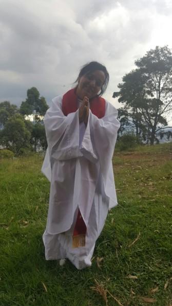 Lucero como buena campesina, agradece a la Esencia Divina, con alegría, le haya llamado a su servicio en la Iglesia!